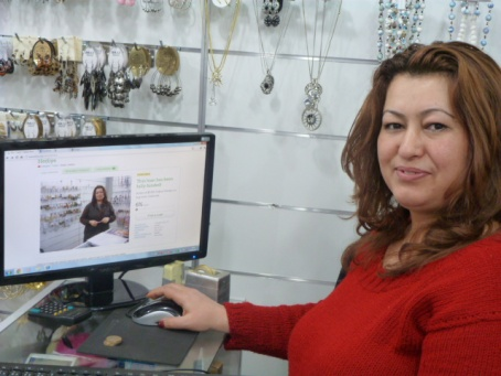 A Turkish borrower sees her Kiva profile for the first time - Kim Strathearn, Turkey