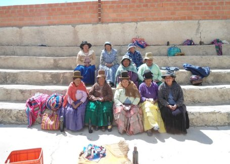 Bolivian women as part of a solidarity loan (photo courtesy Kiva)