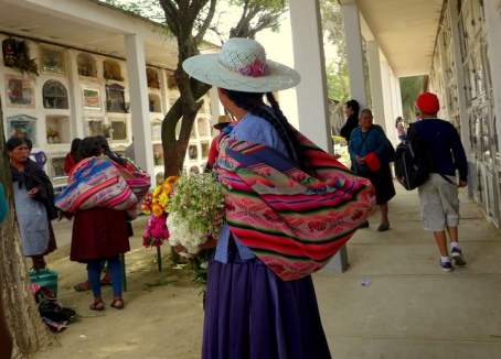 <em>Chola</em> woman at the cemetery in Cochabamba during <em>Todos Santos</em>