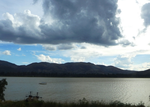 The large reservoir of <em>Laguna La Angostura</em> provides water for irrigation to Cochabamba Valley farms