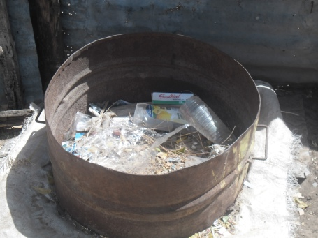 Example of a garbage can Mame distributes to his clients.