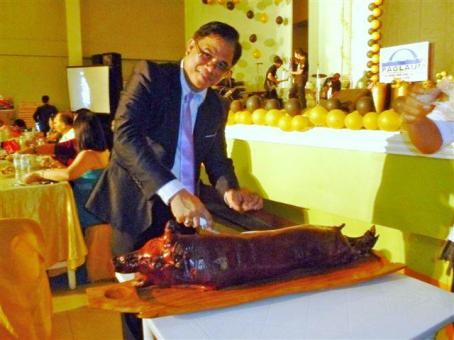 Sir Gadwin carving a lechon (roasted pig) at  the PMPC 20th Anniversary/Christmas Party