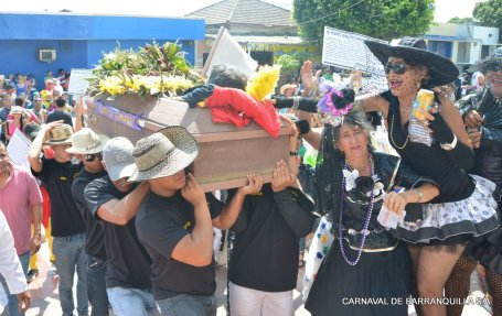 Joselito and some of his widows (photo from www.carnavaldebarranquilla.org)