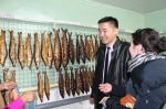 buying smoked fish, a specialty of this province